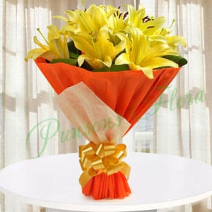 Hold The Joy Of Love - Send Flowers to Dehradun