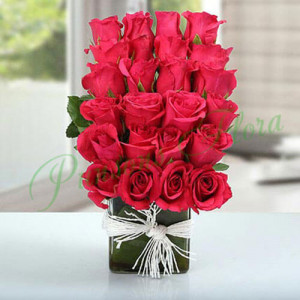 Layered Rose Arrangement - Online Flower Delivery In Kurukshetra