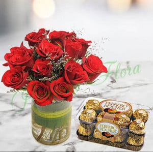 Roses n Ferrero Christmas Gift - Flowers and Cake Delivery