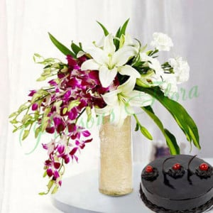 Royal Floral Arrangement With Cake - online flowers delivery in dera bassi