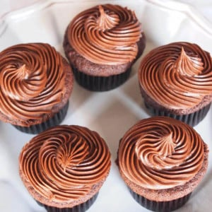 Chocolate Creamy 7 Cup Cakes - Send Cup Cakes Online
