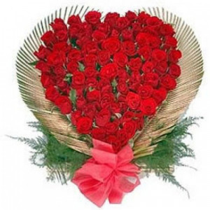 150 Roses In Heart Shape - Hug Day Gifts Online