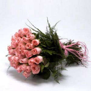 30 Pink Roses Bunch - Send Flowers to Amreli Online
