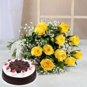 Perfect Combo To Gifts - Wedding Anniversary Bouquet with Cake Delivery