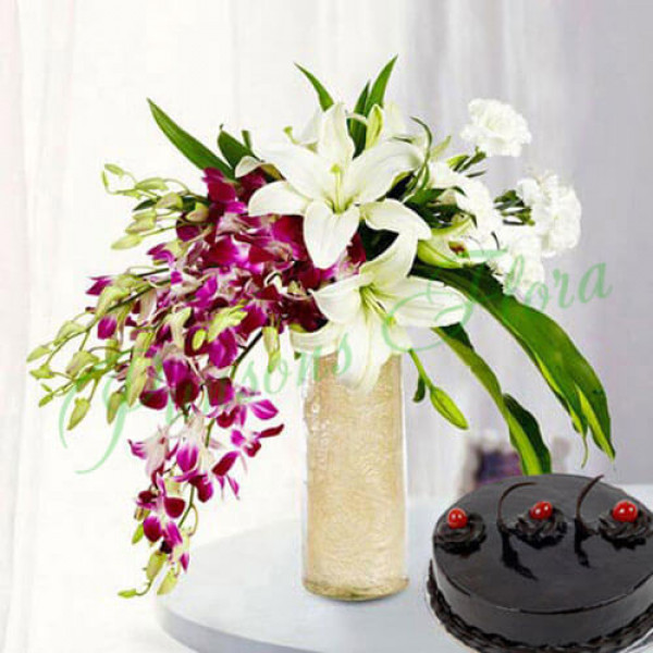 Royal Floral Arrangement With Cake