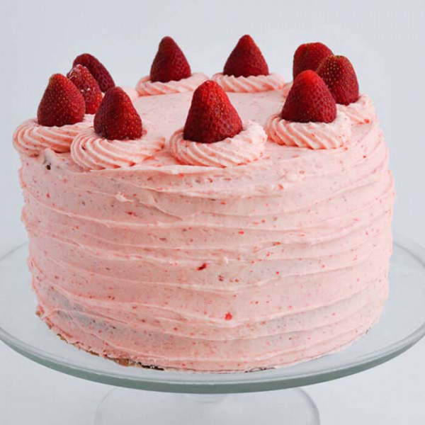 Round Shape Top Strawberry Cake