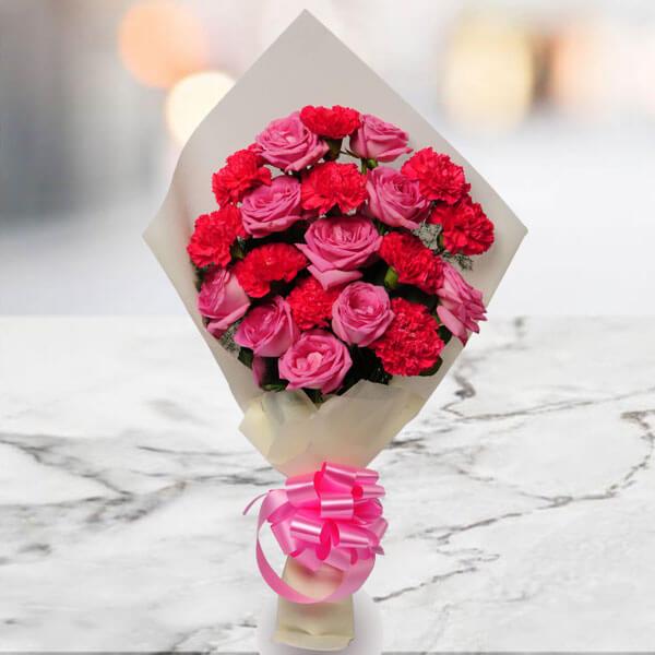 0 Pink Roses, 10 Rani Pink Carnations
