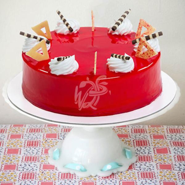 Round Shape Strawberry Top Cake